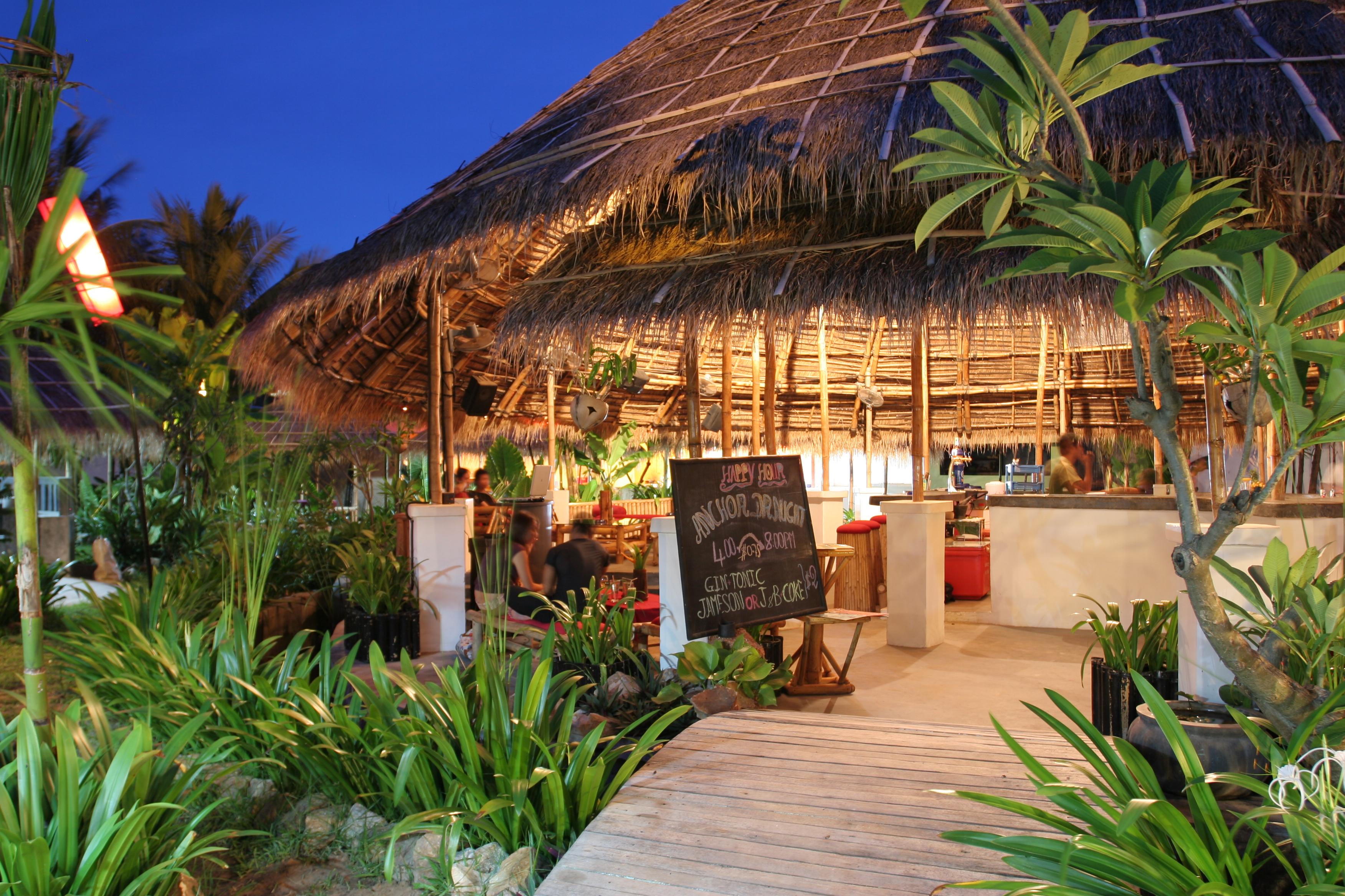 Island Bar - Image:Angkornight market