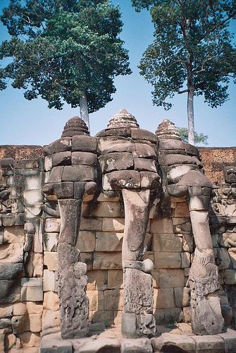 La terrasse des Eléphants s'étend sur 300 mètres.
