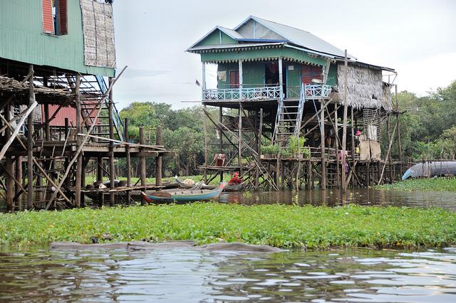 Comment se rendre en bateau à Siem Reap? Ce trajet agréable vous permet de voir les villages lacustres..