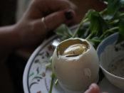 Spécialité culinaire cambodgienne - Les oeufs couvés